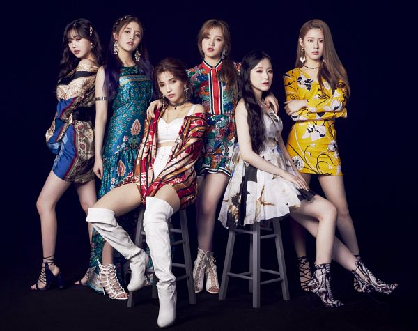 Tags: K-Pop, (G)-I-DLE, Minnie, Yeh Shuhua, Cho Miyeon, Song Yuqi, Jeon Soyeon, Seo Soojin, Crossed Arms, Dark Background, Thigh Boots, Shorts