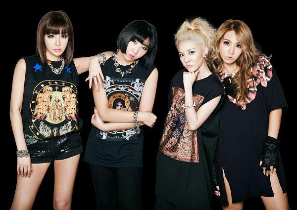 Tags: K-Pop, 2NE1, CL, Park Bom, Sandara Park, Minzy, Necklace, Four Girls, Dark Background, Black Outfit, Bracelet, Black Dress