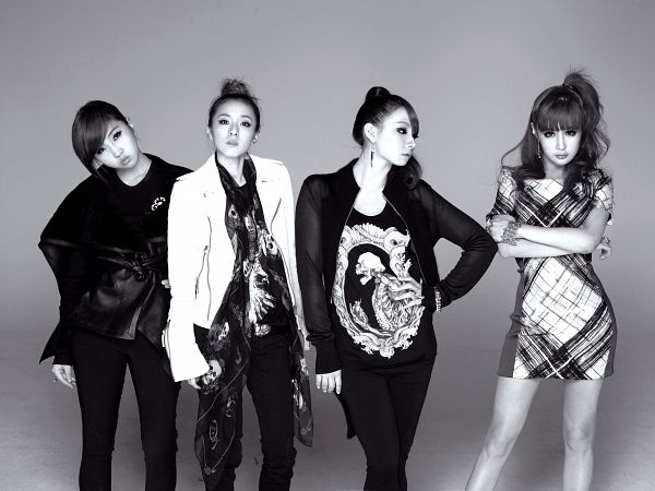 Tags: K-Pop, 2NE1, CL, Park Bom, Sandara Park, Minzy, Looking At Another, White Jacket, Crossed Arms, Black Outerwear, Ponytail, Scarf