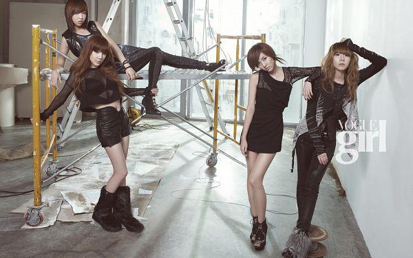 Tags: K-Pop, 2NE1, CL, Park Bom, Sandara Park, Minzy, Black Pants, Four Girls, Black Footwear, Leather Pants, Black Jacket, Stairs