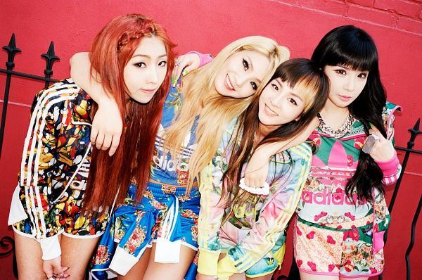 Tags: K-Pop, 2NE1, Minzy, CL, Park Bom, Sandara Park, Shorts, Blue Shorts, Red Hair, Red Background, Arm Around Shoulder, Black Shorts