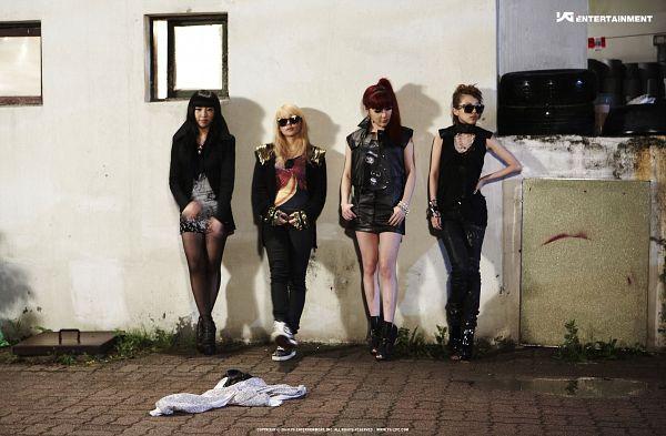 Tags: YG Entertainment, K-Pop, 2NE1, Go Away, Minzy, CL, Park Bom, Sandara Park, Text: Company Name, Sleeveless, Four Girls, Full Group