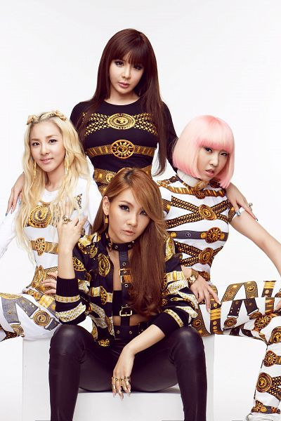 Tags: K-Pop, 2NE1, Minzy, CL, Park Bom, Sandara Park, Ring, Black Outfit, Light Background, Braids, Bracelet, Black Dress