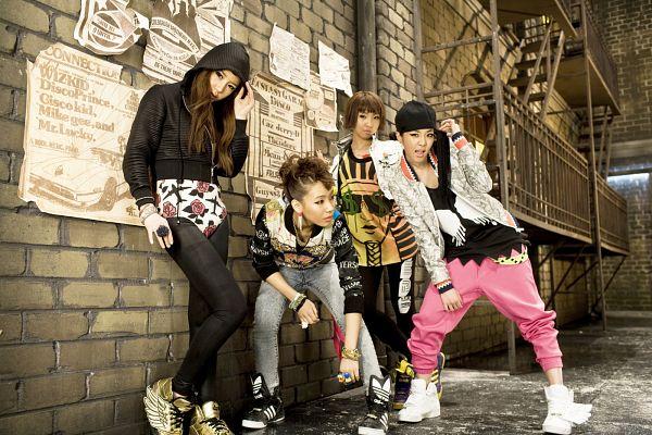 Tags: K-Pop, 2NE1, Fire (2NE1), Minzy, CL, Park Bom, Sandara Park, Gray Outerwear, Black Pants, Black Footwear, Bend Over, Full Body