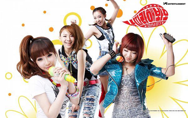 Tags: K-Pop, 2NE1, Follow Me, CL, Park Bom, Sandara Park, Minzy, Blue Jacket, Sleeveless, Quartet, Bare Shoulders, Laughing
