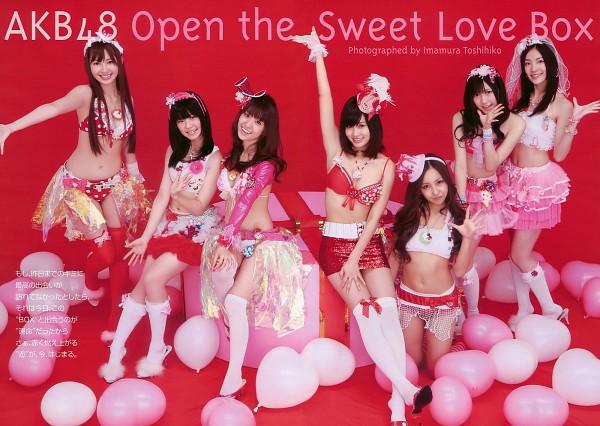 Tags: J-Pop, AKB48, Atsuko Maeda, Matsui Jurina, Mayu Watanabe, Tomomi Itano, Haruna Kojima, Yokoyama Yui, Bra, Grin, Japanese Text, Wave