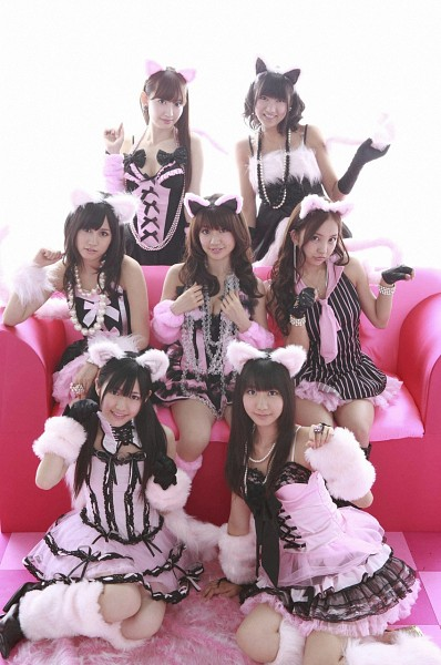 Tags: J-Pop, AKB48, Atsuko Maeda, Oshima Yuko, Tomomi Itano, Miyazawa Sae, Kashiwagi Yuki, Haruna Kojima, Mayu Watanabe, Sitting On Couch, Wavy Hair, Black Gloves