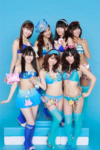 Tags: J-Pop, AKB48, Atsuko Maeda, Mayu Watanabe, Oshima Yuko, Tomomi Itano, Miyazawa Sae, Kashiwagi Yuki, Suggestive, Knee Socks, Skirt, Sunglasses