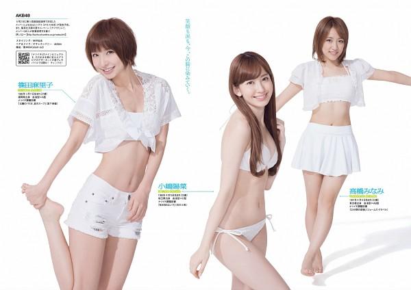 Tags: J-Pop, AKB48, Takahashi Minami, Haruna Kojima, Shinoda Mariko, Midriff, Leg Up, Skirt, White Jacket, Suggestive, Light Background, White Outerwear