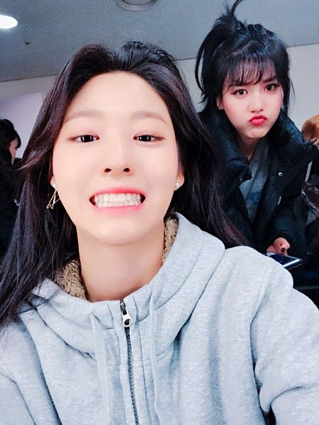 Tags: K-Pop, AOA (Ace Of Angels), Shin Hyejeong, Kim Seolhyun, Selca