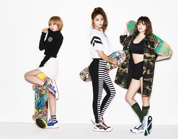 Tags: K-Pop, AOA (Ace Of Angels), Park Choa, Shin Jimin, Kim Seolhyun, Trio, Full Body, Blonde Hair, Three Girls