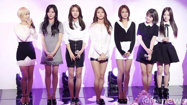 Tags: K-Pop, AOA (Ace Of Angels), Seo Yuna, Shin Jimin, Kim Seolhyun, Kim Chanmi, Kwon Mina, Park Choa, Shin Hyejeong, Black Shorts, Gray Dress, Looking At Another