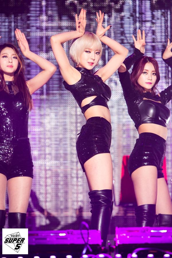 Tags: K-Pop, AOA (Ace Of Angels), Seo Yuna, Kim Seolhyun, Park Choa, Medium Hair, Black Footwear, Shorts, Black Shorts, Midriff, Knee Boots, Three Girls