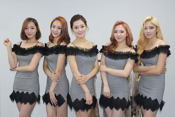 Tags: K-Pop, ATT (Asia Twinkle Treasure), Joo Ayeong, Lee Seyeon, Bae Seohee, Sebi, Kwak Yujeong, Gray Dress, Hair Up, Blonde Hair, Five Girls, Group