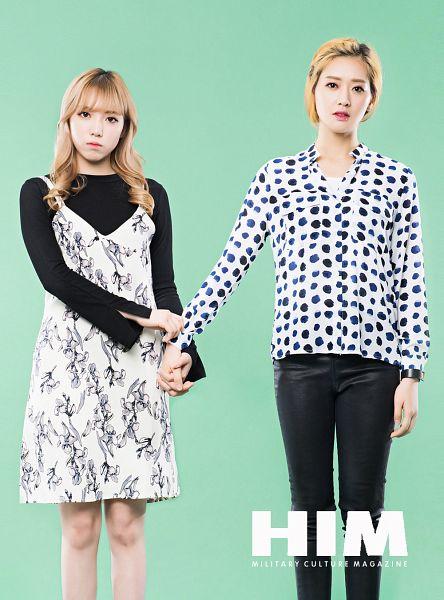 Tags: K-Pop, ATT (Asia Twinkle Treasure), Sebi, Kwak Yujeong, Blonde Hair, Green Background, Watch, Spotted, Two Girls, Wristwatch, Spotted Shirt, Duo