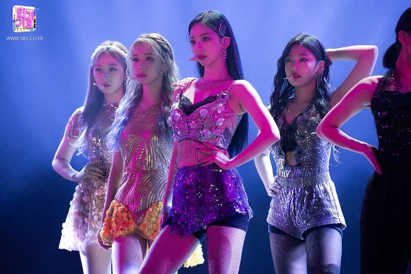 Tags: K-Pop, Aespa, Karina, Winter, Giselle, Ningning, Four Girls, From Below, Blue Background, Gray Outfit, Hand On Hip, Full Group