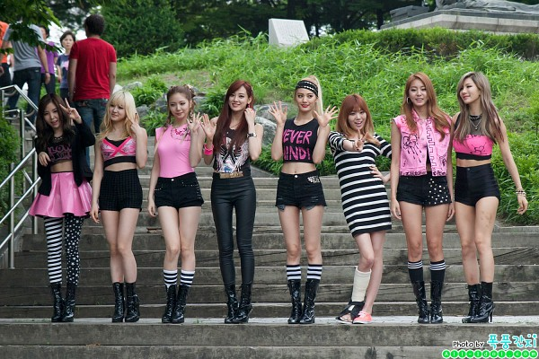 Tags: K-Pop, After School, E-young, Nana, Lizzy, Kim Jungah, Raina, Lee Jooyeon, Uee, Lee Gaeun, Stairs, Tree
