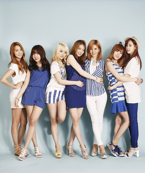 Tags: K-Pop, After School, Raina, Lee Jooyeon, Uee, Lee Gaeun, E-young, Kim Jungah, Lizzy, No Background, Socks, Holding Close