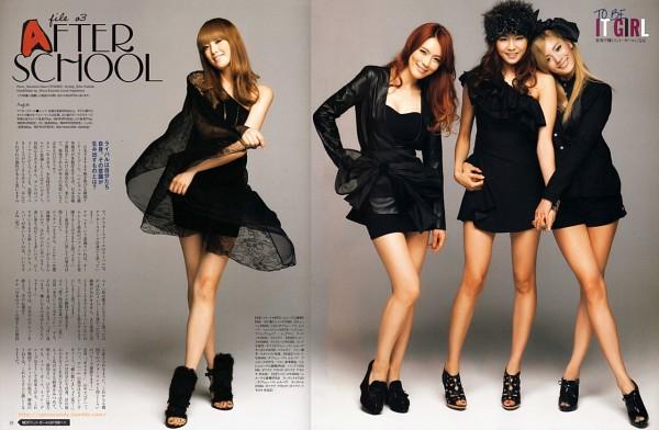 Tags: K-Pop, After School, Lee Jooyeon, Uee, Nana, Kahi, Sandals, High Heels, Crossed Legs (Standing), Holding Hands, Japanese Text, Red Hair