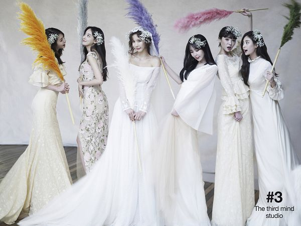 Tags: K-Pop, After School, Nana, Lee Gaeun, Kim Jungah, Lizzy, Yoo So-young, Raina, Feather, White Outfit, White Dress, Wedding Dress