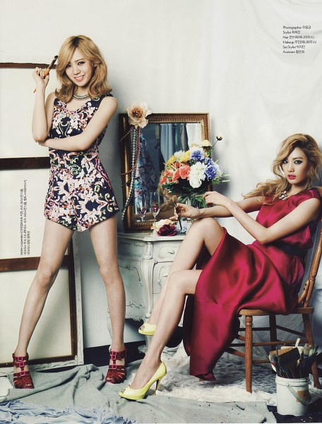 Tags: K-Pop, After School, Nana, Lizzy, Duo, Glass, High Heels, Brush, Chair, Sitting On Chair, Flower, Mirror