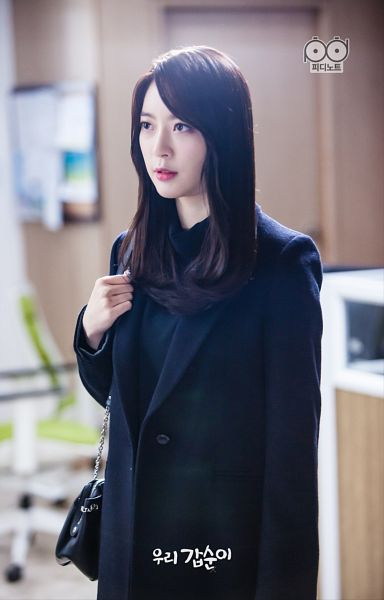 Tags: K-Pop, K-Drama, Dal Shabet, Ah Young, Black Shirt, Standing, Coat, Bag, Our Gap-soon, Android/iPhone Wallpaper