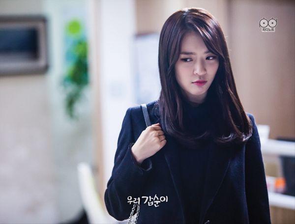 Tags: K-Pop, K-Drama, Dal Shabet, Ah Young, Black Shirt, Coat, Bag, Sad, Our Gap-soon