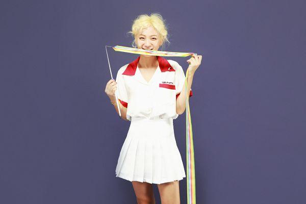 Tags: K-Pop, Bolbbalgan4, Ahn Jiyeong, Short Sleeves, Bare Legs, Skirt, White Skirt, Purple Background