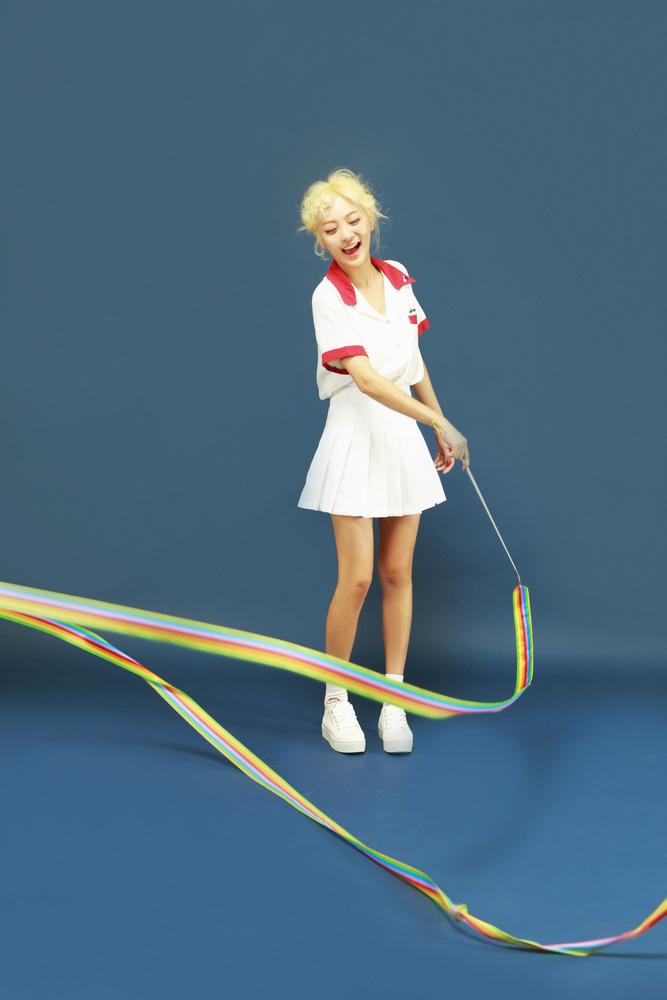 Tags: K-Pop, Bolbbalgan4, Ahn Jiyeong, White Skirt, Skirt, Short Sleeves, Blue Background, White Footwear, Bare Legs, Laughing
