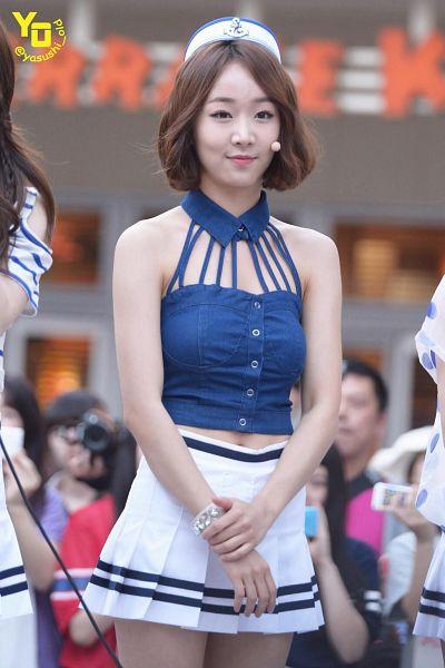 Tags: Baby Kara, Ahn Sojin, Navel, Skirt, White Skirt, Blue Shirt, White Headwear, Midriff, Pleated Skirt, Medium Hair, Android/iPhone Wallpaper