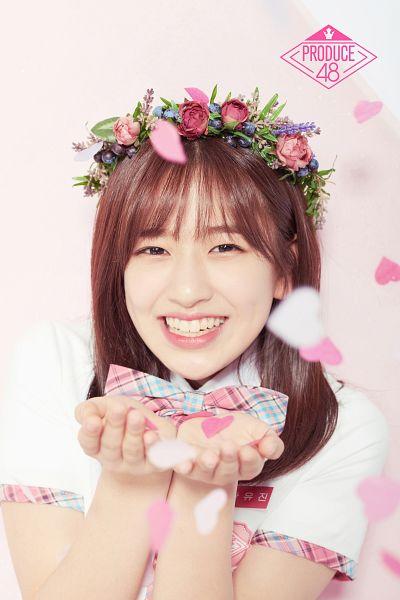 Tags: K-Pop, Television Show, Ahn Yujin, Crown, Checkered Bow, Flower, Confetti, Flower Crown, Hair Ornament, Mnet, Produce 48
