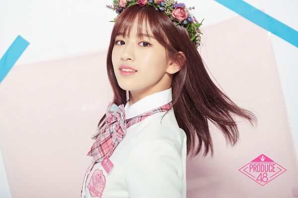 Tags: K-Pop, Television Show, Ahn Yujin, Flower, Wind, Flower Crown, Flowing Hair, Checkered Bow, Hair Ornament, Crown, Produce 48, Mnet