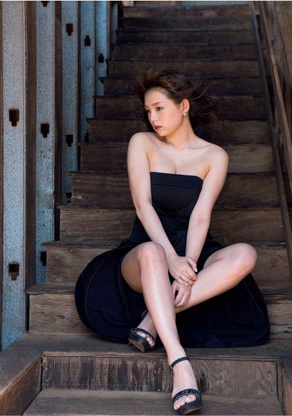 Tags: Gravure Idol, Ai Shinozaki, Shoes, Sleeveless Dress, Black Outfit, High Heels, Hand On Arm, Sitting On Stairs, Bare Shoulders, Suggestive, Black Footwear, Black Dress