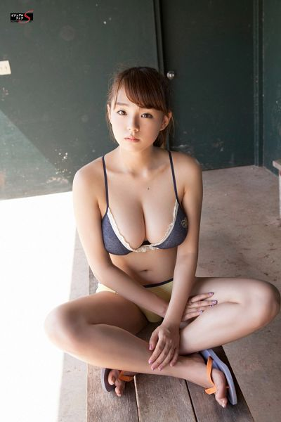 Tags: Gravure Idol, Ai Shinozaki, Shoes, Bare Legs, Looking Up, Sitting On Ground, Bikini, From Above, Big Breasts, Swimsuit, Suggestive, Crossed Legs
