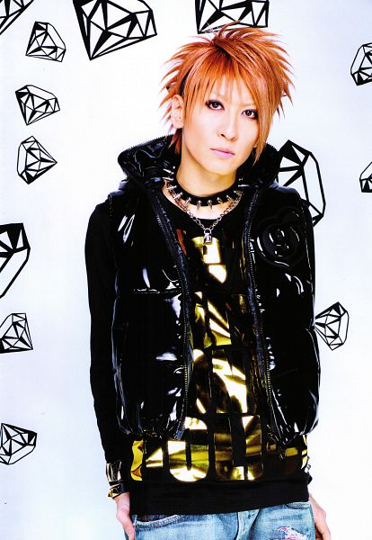 Tags: J-Pop, L.M.C, Aiji, Jeans, Collar (Clothes), Necklace, Android/iPhone Wallpaper