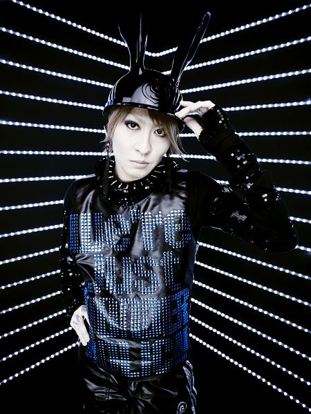 Tags: J-Pop, L.M.C, Aiji, Collar (Clothes), Hat, Android/iPhone Wallpaper