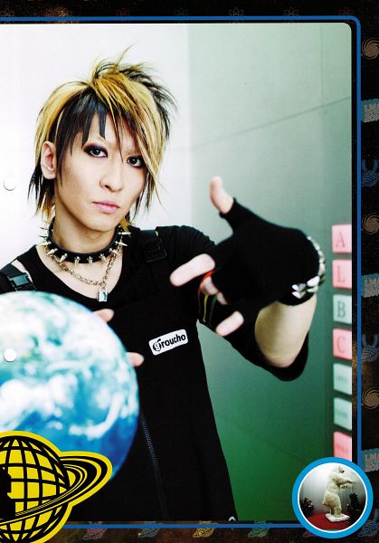 Tags: J-Pop, L.M.C, Aiji, Multi-colored Hair, Collar (Clothes), Fingerless Gloves, Short Sleeves, Android/iPhone Wallpaper