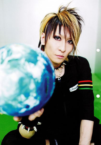 Tags: J-Pop, L.M.C, Aiji, Collar (Clothes), Fingerless Gloves, Short Sleeves, Multi-colored Hair, Android/iPhone Wallpaper