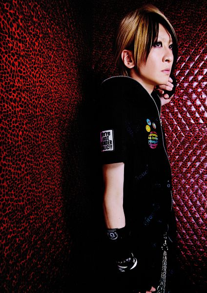 Tags: J-Pop, L.M.C, Aiji, Side View, Looking Away, Android/iPhone Wallpaper