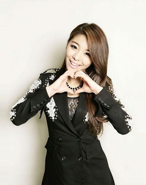 Tags: K-Pop, Ailee, Necklace, Light Background, White Background, Heart Gesture, Black Jacket