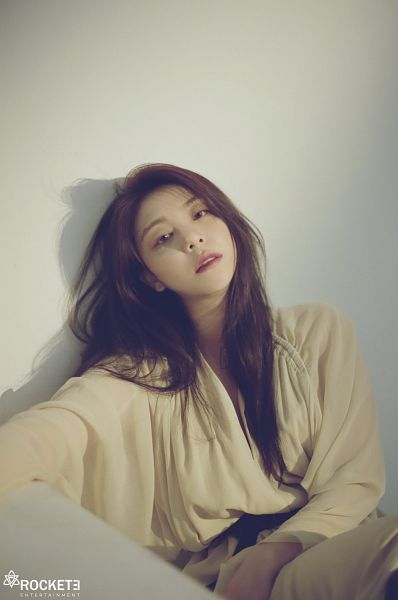 Tags: K-Pop, Ailee, Belt, White Outfit, Text: Company Name, Hand On Leg, White Dress, Gray Background