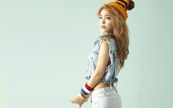 Tags: K-Pop, Ailee, Wavy Hair, White Pants, Looking Back, Hat, Vest, Midriff, Orange Headwear, Bracelet, Denim Jacket, Blue Background