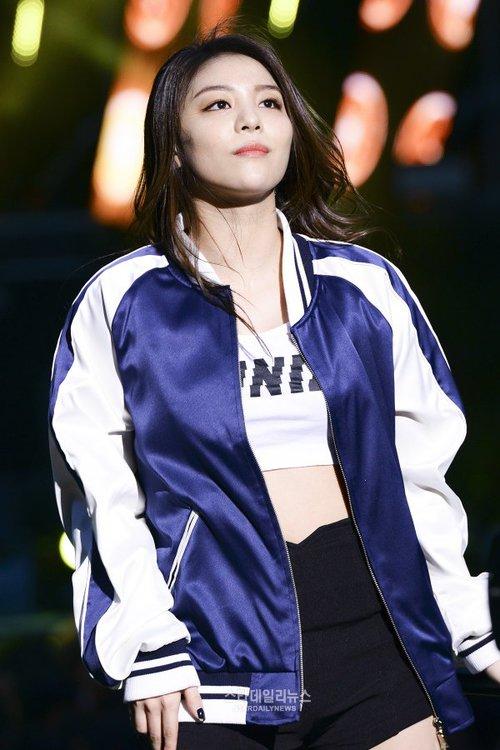 Tags: K-Pop, Ailee, Blue Outerwear, Black Pants, Looking Ahead, Blue Jacket, Shorts, Looking Up