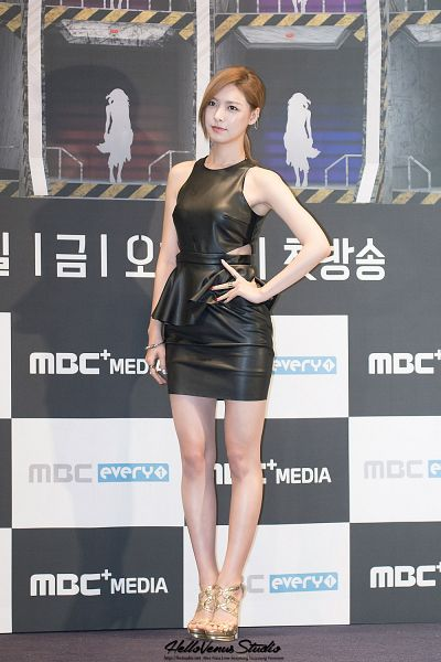 Tags: Hello Venus, Alice, Black Dress, Hand On Hip, High Heels, Gold Footwear, Black Outfit, Android/iPhone Wallpaper
