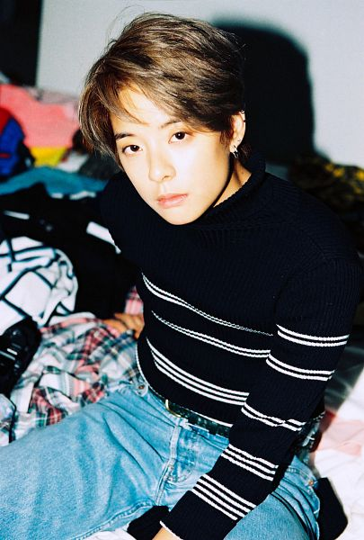 Tags: K-Pop, f(x), Amber Liu, Sweater, Jeans, Android/iPhone Wallpaper, 4 Walls