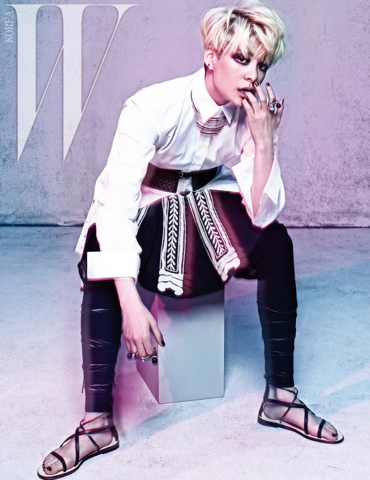 Tags: f(x), Amber Liu, Black Pants, White Shorts, Sitting On Chair, Sandals, Shorts, Chair, Finger To Lips, W Korea