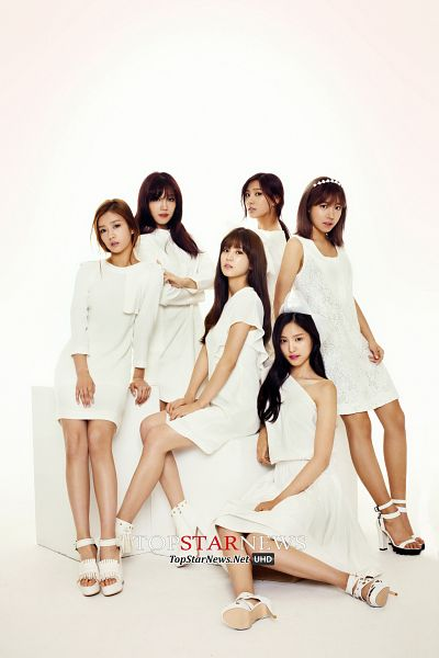 Tags: Plan A Entertainment, K-Pop, Apink, Park Cho-rong, Jung Eun-ji, Kim Nam-joo, Oh Ha-young, Son Na-eun, Yoon Bo-mi, White Outfit, Light Background, Full Group