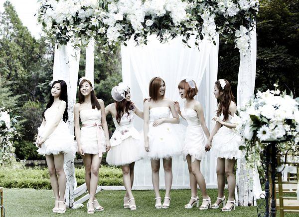 Tags: K-Pop, Apink, Hong Yoo-kyung, Yoon Bo-mi, Son Na-eun, Park Cho-rong, Kim Nam-joo, Oh Ha-young, White Dress, Wedding Dress, White Outfit
