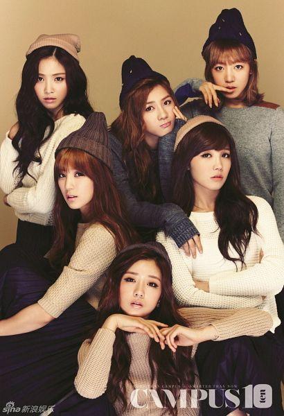 Tags: K-Pop, Apink, Jung Eun-ji, Kim Nam-joo, Oh Ha-young, Son Na-eun, Yoon Bo-mi, Park Cho-rong, Full Group, Brown Background, Hat, Campus 10