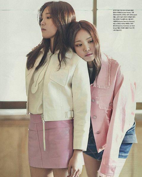 Tags: K-Pop, Apink, Son Na-eun, Jung Eun-ji, Duo, Head On Shoulder, Two Girls, VOGUE Girl, Magazine Scan